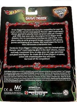 2014 Hot Wheels Monster Jam GRAVE DIGGER Walmart Exclusive GLOW IN THE DARK