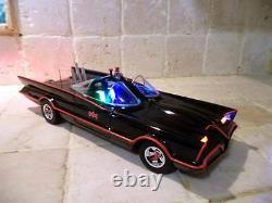 George Barris Batman 1966 BATMOBILE 1/18 Hot Wheel WORKING LIGHTS DC Comic COOL